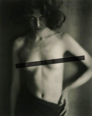 Nude, Edward Weston, 1918. Taken during the Tropico period, this image was likely taken with a Verito soft focus lens.