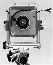 1951 - One shutter for all lenses with integrated aperture control.
